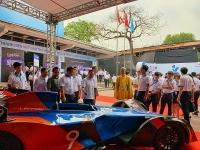 Trưng bày xe đua công thức 1 chạy bằng điện đầu tiên của Việt Nam