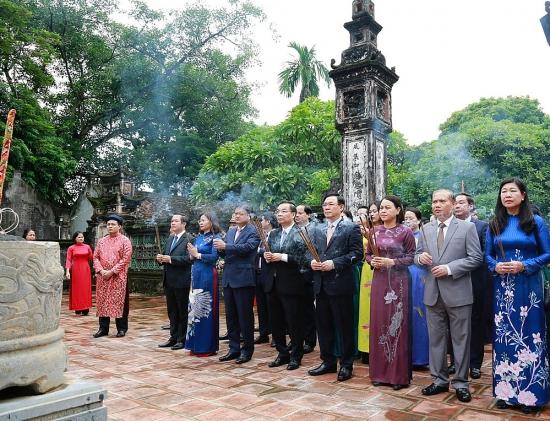 Đoàn đại biểu thành phố Hà Nội dâng hương tưởng niệm các bậc tiên đế tại Cố đô Hoa Lư