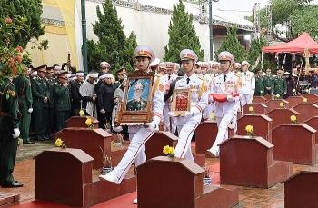 Đón đồng chí Thiếu tướng Nguyễn Hữu Hùng về đất Mẹ