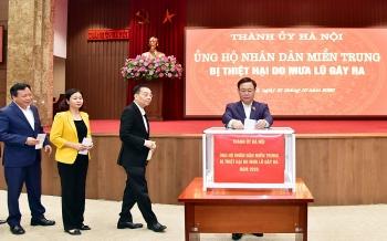 Thành ủy Hà Nội quyên góp ủng hộ đồng bào các tỉnh miền Trung
