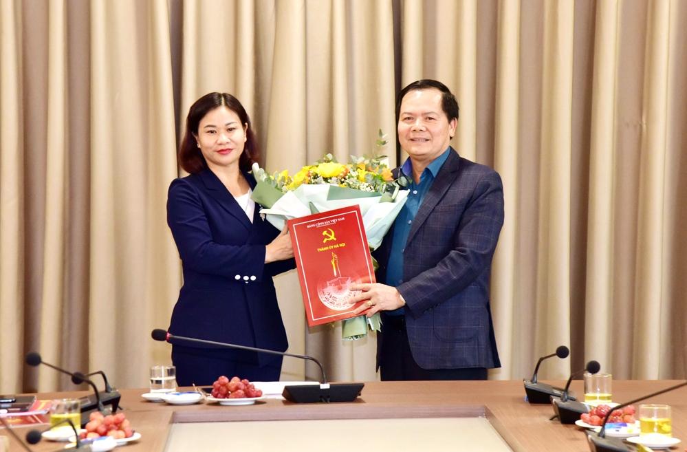 Hà Nội: Trao quyết định nghỉ hưu cho đồng chí Nguyễn Văn Thắng