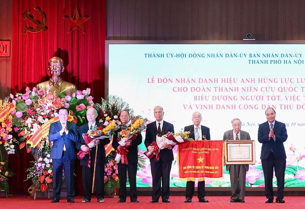 Trao tặng danh hiệu Anh hùng Lực lượng vũ trang nhân dân cho Đoàn Thanh niên cứu quốc thành Hoàng Diệu