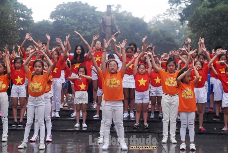 """Hàng nghìn bạn trẻ tham gia """"Nhảy! Vì sự tử tế"""""""
