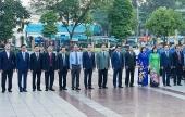 Lãnh đạo Thành phố Hà Nội dâng hoa tưởng niệm tại Tượng đài V.I.Lenin