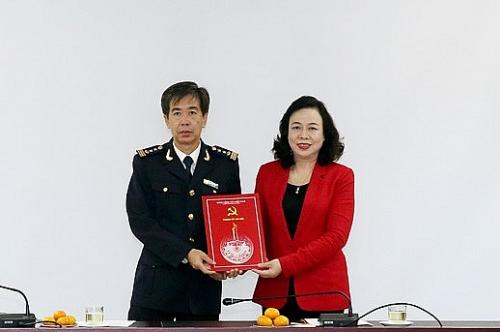 Trao Quyết định chuẩn y Bí thư Đảng ủy Cục Hải quan Hà Nội