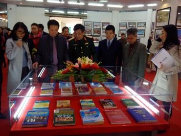 Khai mạc Triển lãm 'Việt Nam - Con đường hội nhập quốc tế'