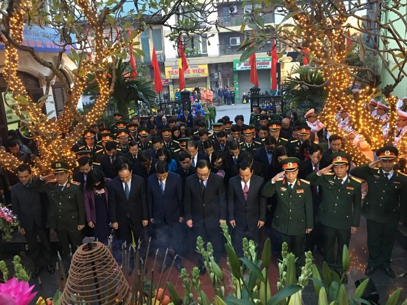 Lãnh đạo TP Hà Nội dâng hương tưởng niệm đồng bào bị bom Mỹ sát hại tháng 12 năm 1972