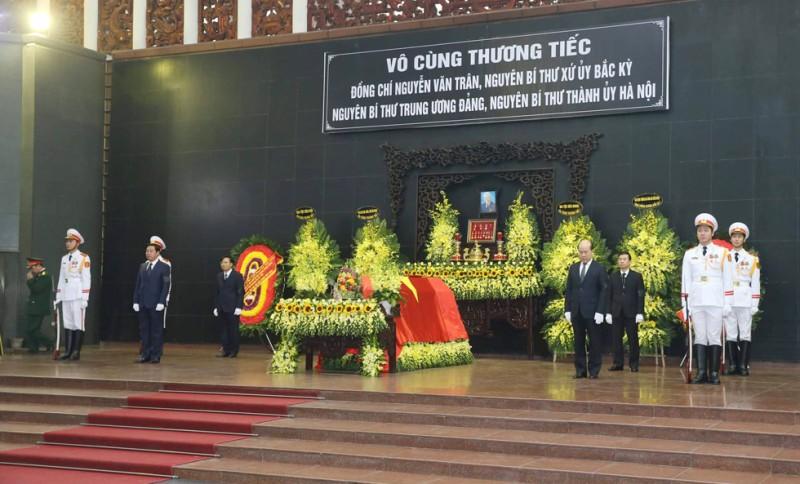 Đoàn đại biểu TP Hà Nội viếng đồng chí Nguyễn Văn Trân