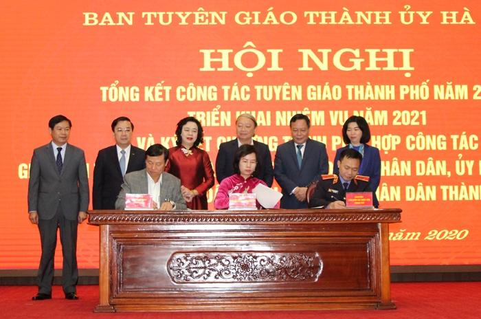 Lãnh đạo Ban Tuyên giáo Thành ủy và Tòa án nhân dân, Viện Kiểm sát nhân dân Thành phố ký chương trình phối hợp công tác
