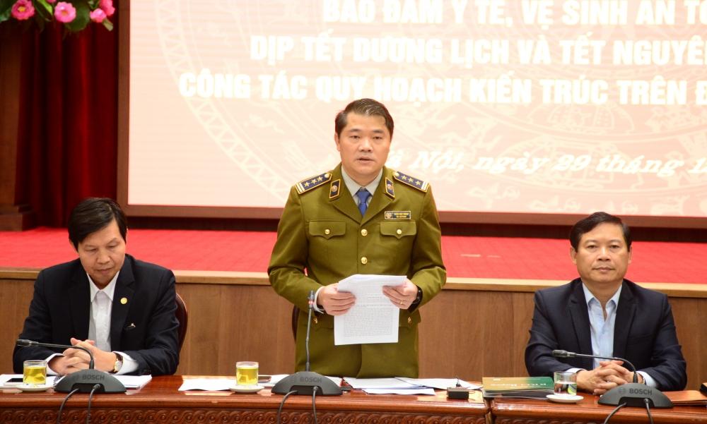 Phó Cục trưởng Cục Quản lý thị trường Hà Nội Trần Việt Hùng thông tin tại hội nghị