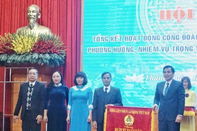 LĐLĐ quận Thanh Xuân đón nhận Cờ thi đua xuất sắc của Tổng LĐLĐ Việt Nam