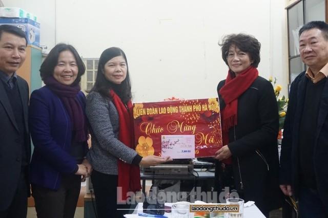 LĐLĐ Thành phố thăm, chúc Tết Công ty Cổ phần bánh mứt kẹo Hà Nội