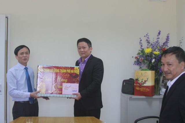 Lãnh đạo LĐLĐ Thành phố thăm, chúc Tết tại Trung tâm Tân Đạt