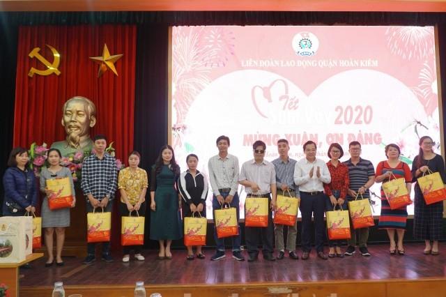 """Ấm áp chương trình """"Tết sum vầy"""" trong CNVCLĐ quận Hoàn Kiếm"""
