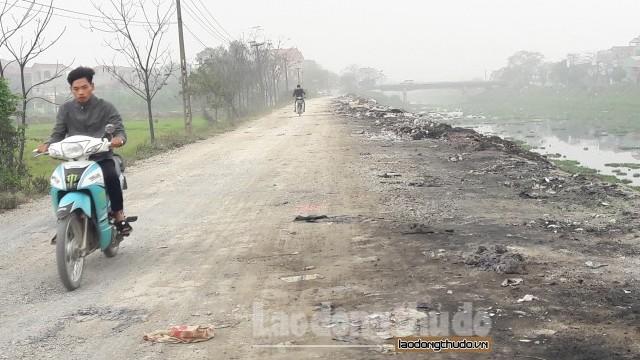 """Xã Tiền Phong, Thường Tín: Rác thải """"bức tử"""" hai bờ sông Nhuệ"""