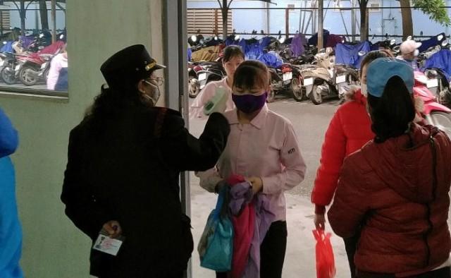 Cùng công nhân ứng phó với dịch bệnh