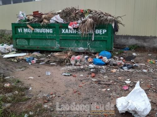 Cần dẹp bỏ bãi rác tự phát trên đường Tố Hữu