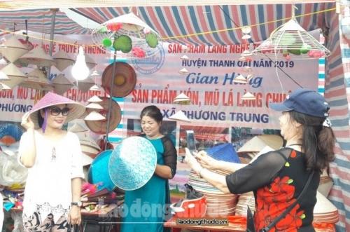 Người làng nón khai thác du lịch từ làng nghề truyền thống