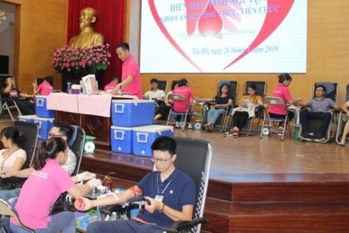 Cán bộ, công chức quận Tây Hồ sôi nổi hiến máu tình nguyện
