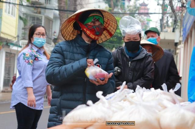 Ấm lòng người lao động nghèo trong mùa dịch