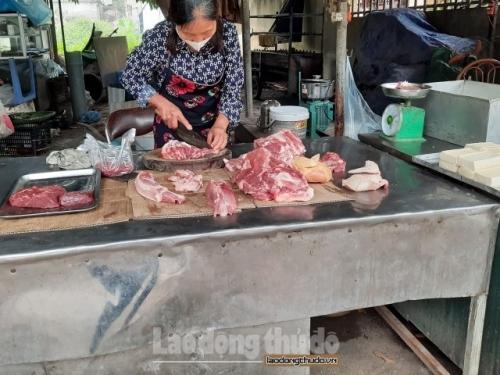 Người tiêu dùng vẫn phải mua thịt lợn giá cao