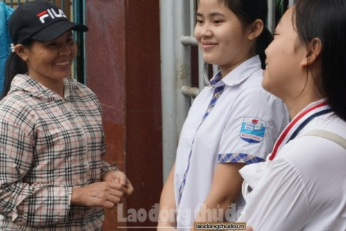Thi vào lớp 10 ở Hà Nội: Con háo hức, bố mẹ hồi hộp lo lắng