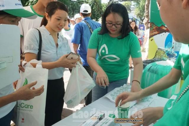 Người dân Thủ đô hào hứng chung tay chống rác thải nhựa