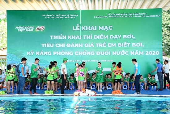 Nestlé MILO phối hợp triển khai dạy trẻ em bơi và phòng chống đuối nước