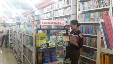 Trước thềm năm học mới, thị trường sách, dụng cụ học tập sôi động