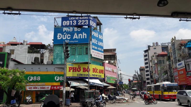 Tiềm ẩn hiểm họa từ biển hiệu, biển quảng cáo ngoài trời