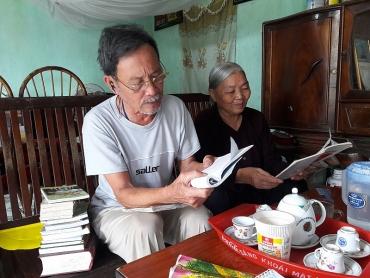 Chuyện tình đẹp của đôi vợ chồng tuổi xế chiều yêu nhau từ những vần thơ