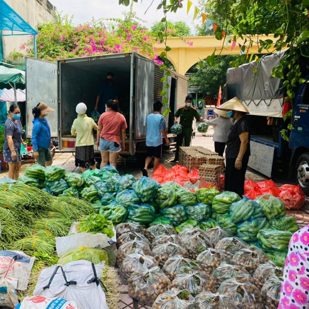"""Phụ nữ Tây Hồ hỗ trợ tiêu thụ nông sản thông qua mô hình """"Đi chợ hộ"""""""