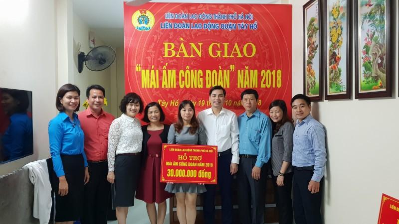 """LĐLĐ quận Tây Hồ bàn giao """"Mái ấm công đoàn"""" năm 2018"""