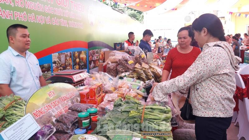 Hà Nội tập trung kiểm soát mua bán hàng cấm, hàng giả cuối năm