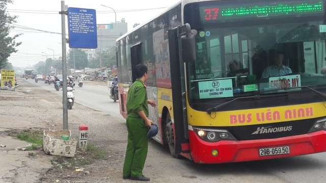 Khắc phục bất cập tại các điểm dừng xe buýt ở vùng ngoại thành