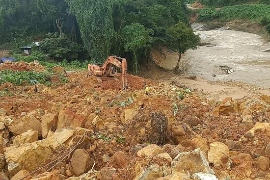 Thiệt hại mưa lũ tại miền Trung: 124 người chết và mất tích