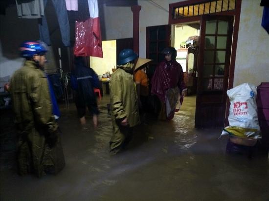 Theo dõi chặt chẽ diễn biến mưa, lũ, hệ thống đê điều tại 2 tỉnh Nghệ An, Hà Tĩnh