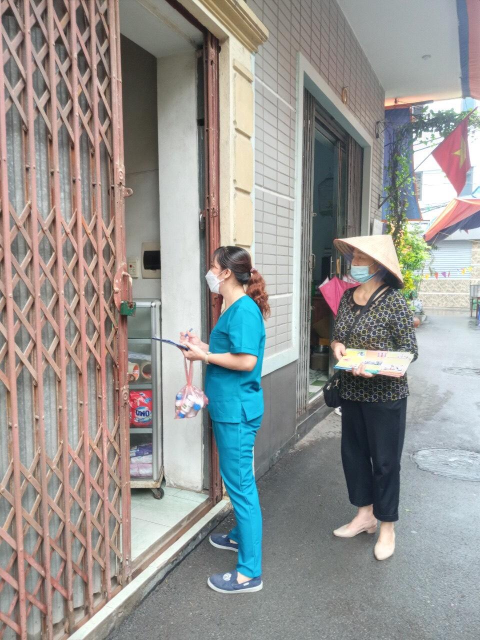 Phụ nữ Tây Hồ ra quân vệ sinh môi trường phòng bệnh sốt xuất huyết