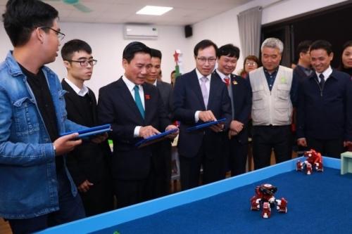 Samsung mở lớp học công nghệ cho học sinh khó khăn