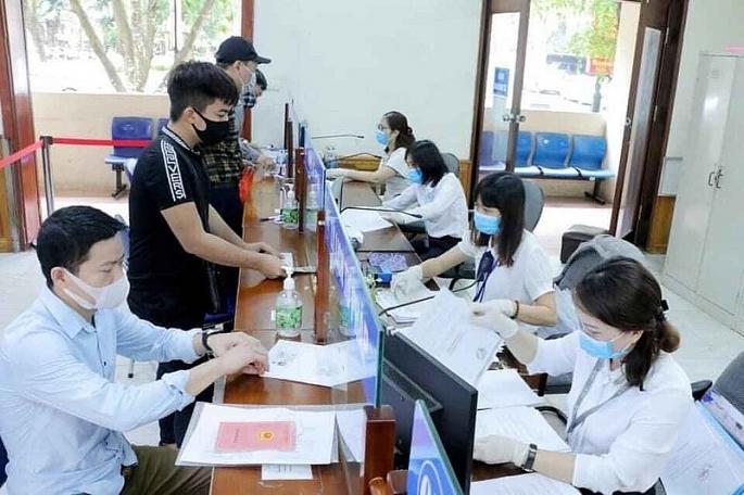 Hà Nội: Người dân nộp, nhận kết quả cấp phiếu lý lịch tư pháp qua bưu chính công ích