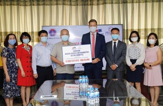 """Phát động chiến dịch """"Hồi sinh nhịp thở"""" ủng hộ trang thiết bị y tế thiết yếu cho Việt Nam"""