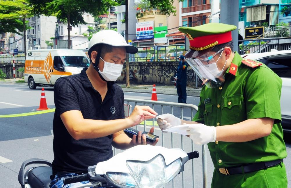 Kiểm soát giấy đi đường - Cần làm nghiêm từ các phường, xã