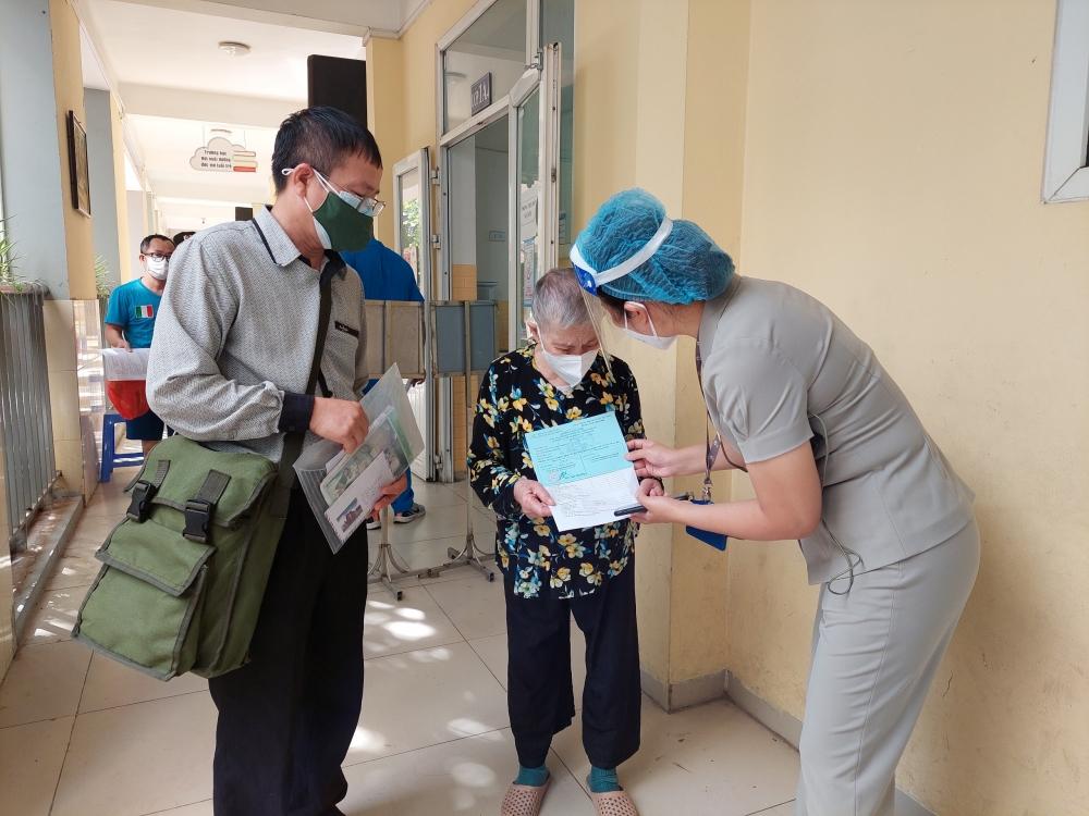 Tăng tốc tiêm vắc xin phòng Covid-19 cho người dân