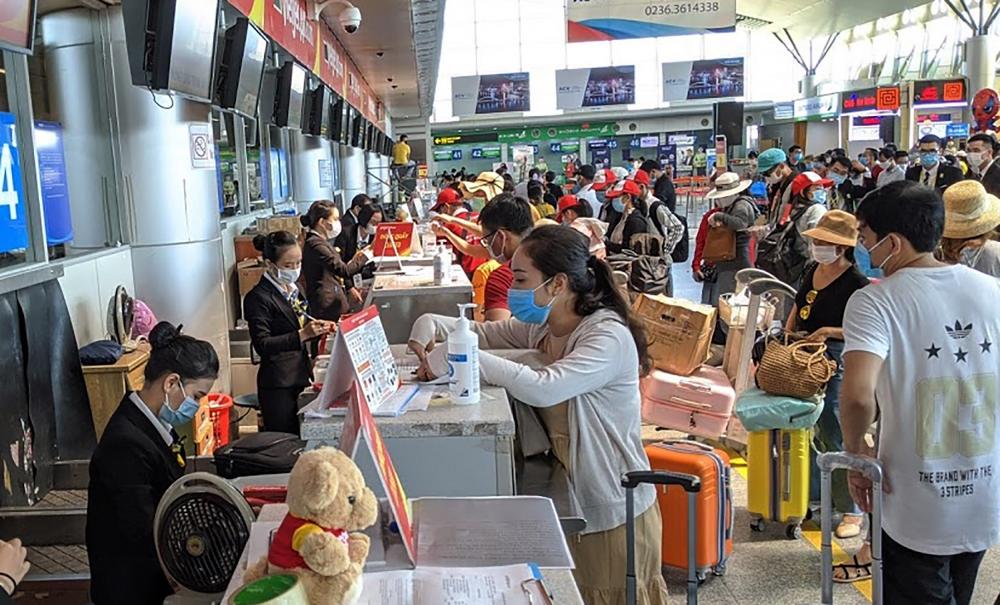 Du khách an toàn rời Đà Nẵng bằng đường hàng không