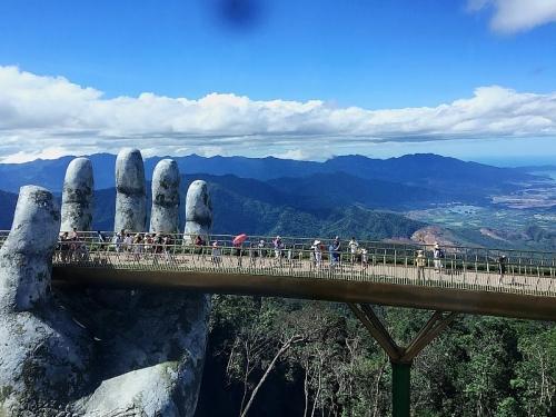 Cầu Vàng Đà Nẵng – Dải lụa bồng bềnh giữa mây trời