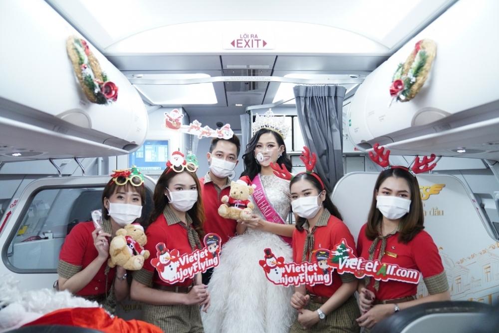 """Đón đại tiệc Giáng sinh thật """"chất"""" trên 9 tầng mây cùng Hoa hậu Đỗ Thị Hà"""