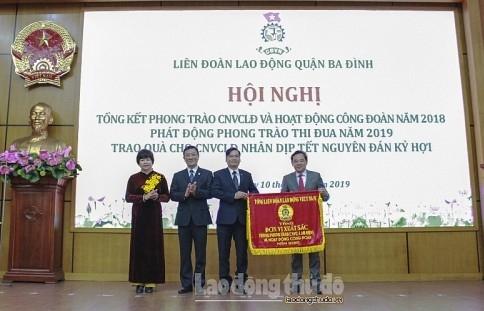 LĐLĐ quận Ba Đình đón nhận Cờ thi đua xuất sắc của Tổng LĐLĐ Việt Nam