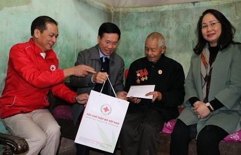 Trao 100 suất quà Tết tới gia đình chính sách tỉnh Lạng Sơn