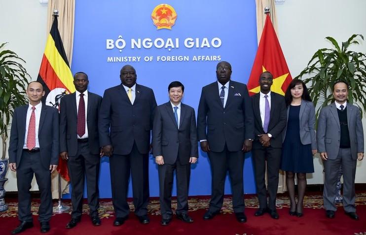 Quốc Vụ khanh Bộ Ngoại giao nước Cộng hòa Uganda thăm chính thức Việt Nam