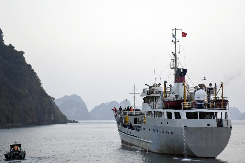 Những cô giáo một lòng hướng về đảo xa
